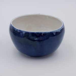 Tiefe Schale in blauglänzender Glasur